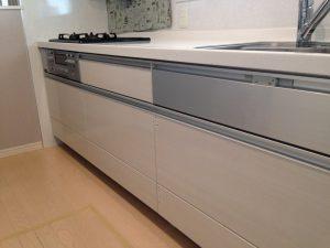 建売ファーストプラスキッチン食洗機後付け新設工事扉
